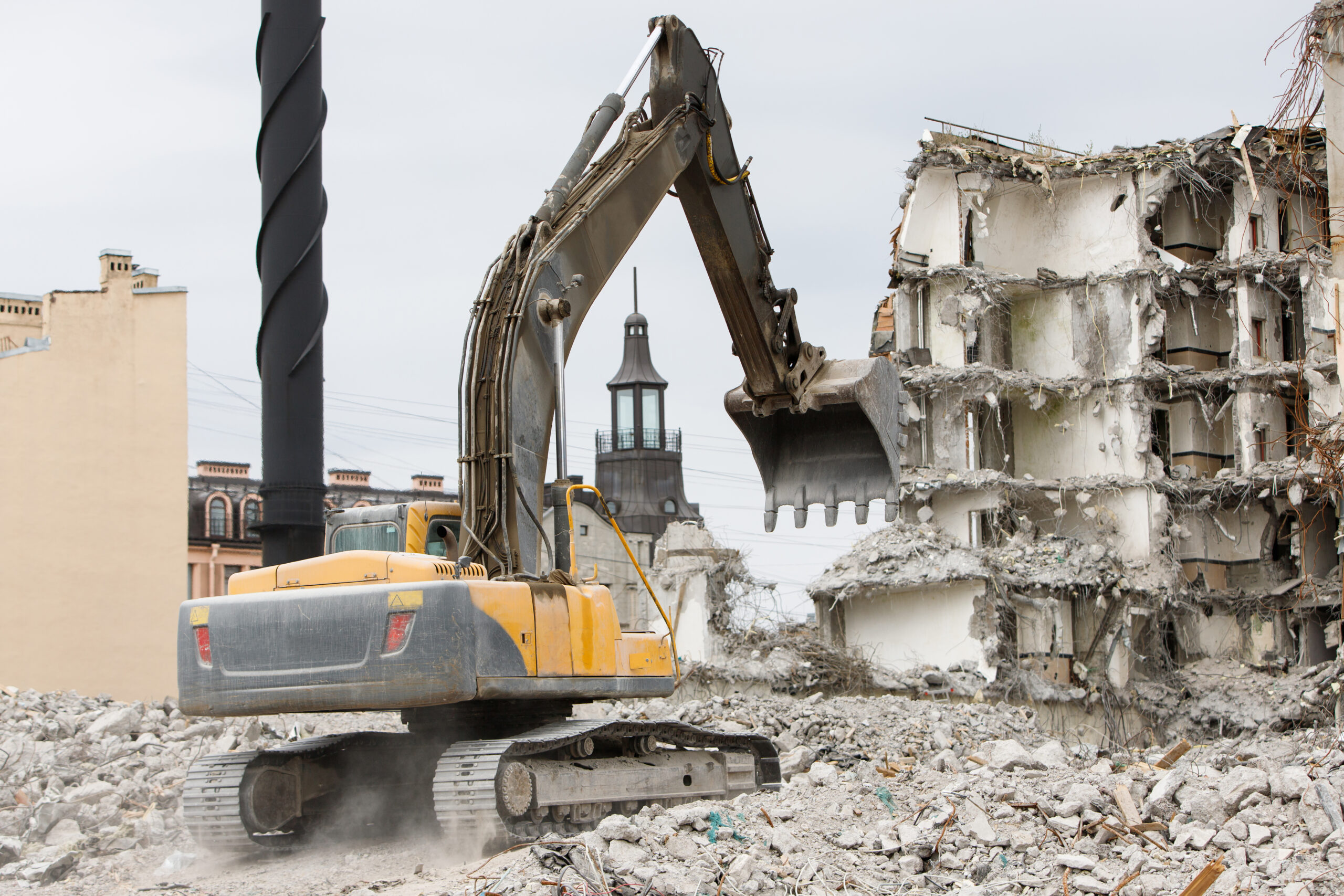 Building of the former hotel demolition for new construction, using a special hydraulic excavator-destroyer. Dismantling of house.